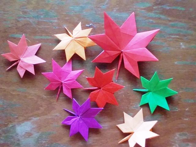 すべての折り紙 折り紙 食べ物 : もみじはサイズを変えると ...