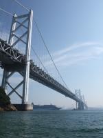 豪華客船飛鳥Ⅱが瀬戸大橋をくぐります
