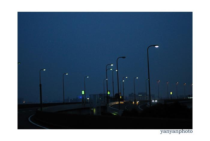 夜の高速道路から