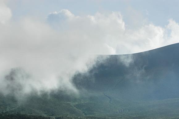 浅間山と雲
