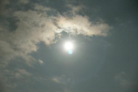 中秋の名月の周りに光