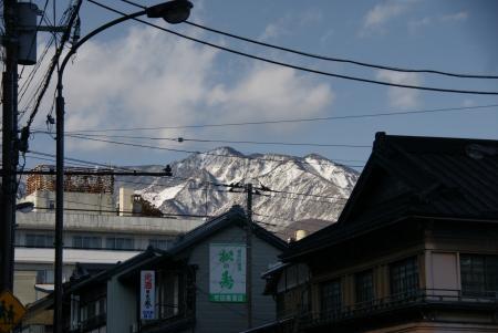 日光市内から山を望む