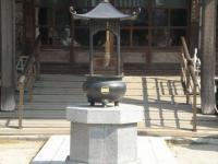 華蔵寺 本堂前