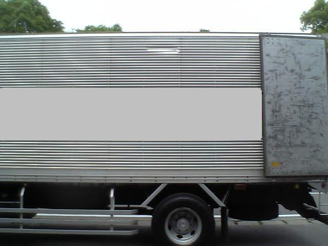 トラックの横顔