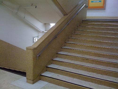 松坂屋 階段