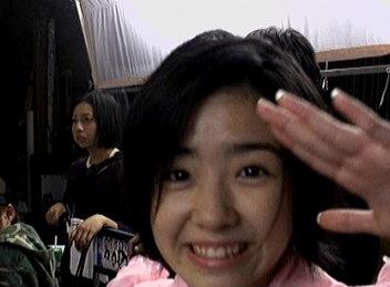 佐紀ちゃん敬礼。