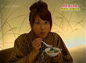 食事中舞ちゃん。