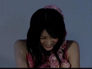 笑いをこらえる舞美ちゃん。