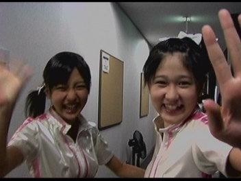 真野恵里ちゃんと西念ちゃんのバックステージ。