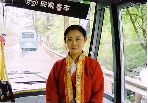 九寨溝⑤専用バスの女の子