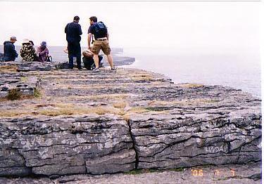 イニユシュモア島断崖