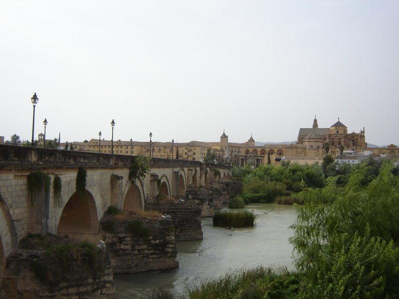 800px-Guadalquivir_Mezquitaローマ橋