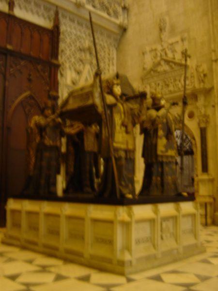 450px-Sevila12セビリア大聖堂コロンブス墓