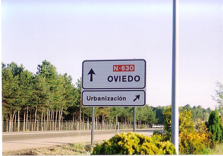 オビエドの標識