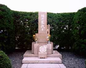 horigutidaigaku大学墓碑