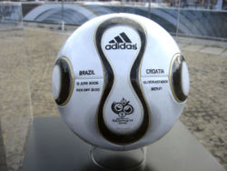250px-Teamgeist_Ball_World_Cup_2006_Brazil_vs__Croatia.jpg