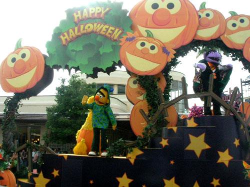 ハロウィン一色のパレード