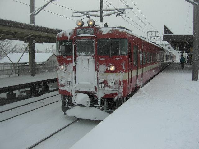 雪の711系