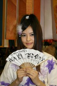 『白鳥百合子』でこざいます~・・・って、サザエさんかいなッ!