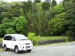 雨が止みました 八重垣神社の杜の横が駐車場です