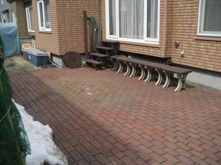 雪融けの庭