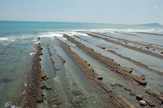 海岸線は所々洗濯岩となっています