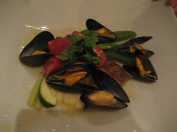 本日の鮮魚料理 ズッキーニと貝類のグアッツェット添え