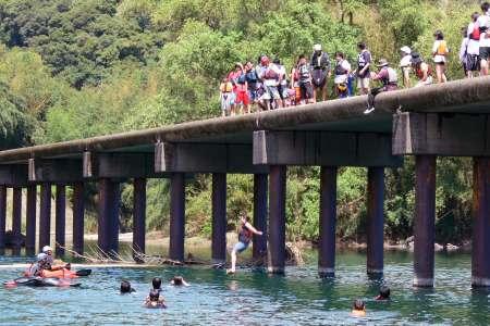 勝間沈下橋 飛び込み