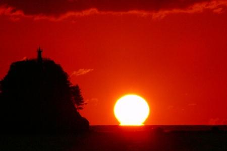 久礼湾のだるま朝日