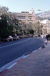 モナコ縁石