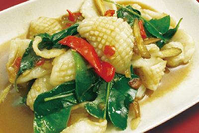 イカのハーブの炒め物(プラムックパッチャ―)