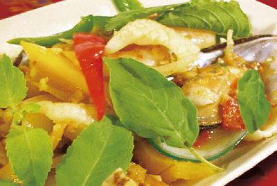 海鮮とバジル炒(ガパオタレー)