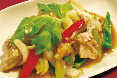 豚肉とセロリの炒め物(ムーパットクンチャーイ)