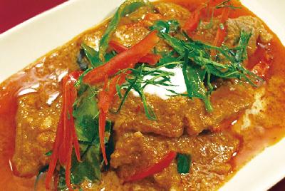 牛肉とハーブ炒め(パーネーンヌーア)