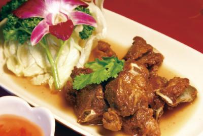 豚のハチミツ煮(シークロンムーオプナムプン)