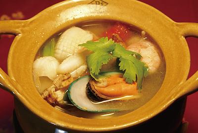 海鮮と香草のスープ(トムヤクポテーク)