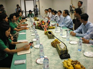 YAC(Youth Assovciation of Cambodia)メンバーとの会合.JPG