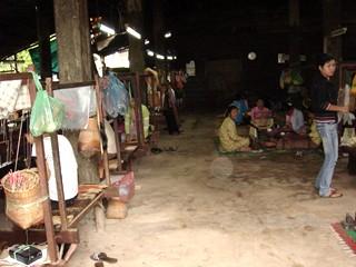 コンポンチャムに住む人々の布作りの仕事