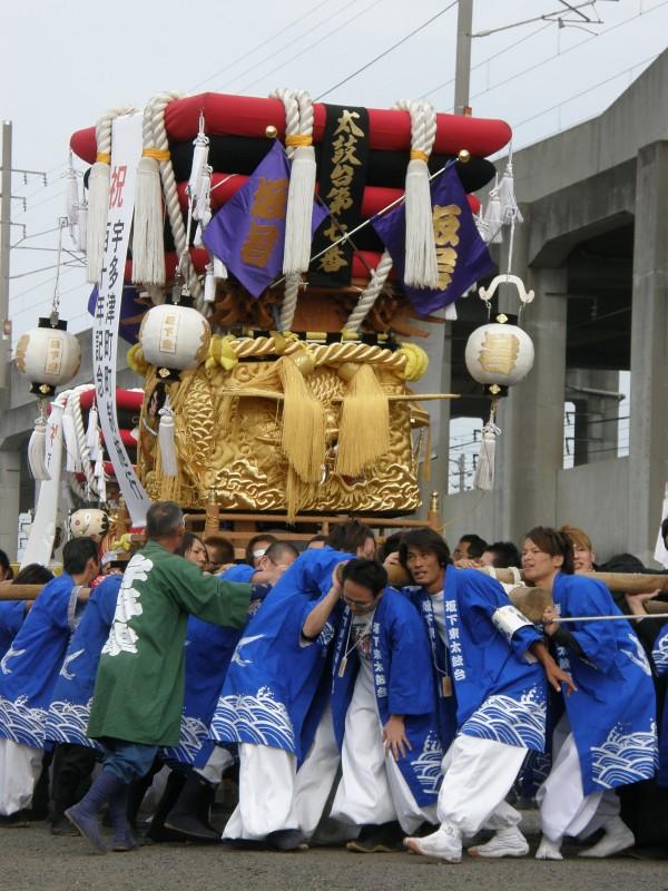 宇多津祭り JR駅東高架下広場 垣上げ