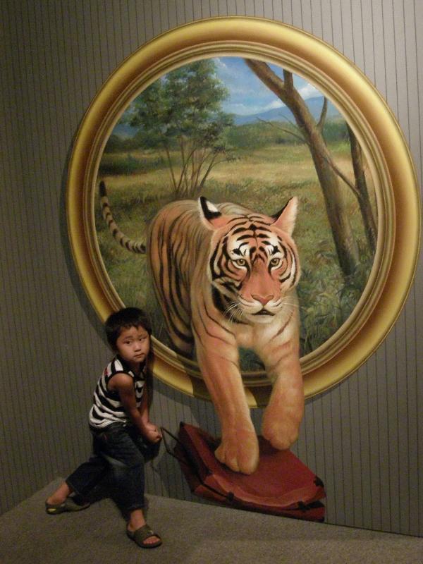 県総合博物館 トリックアート展