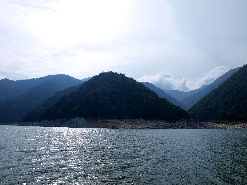 立山黒部アルペンルート 黒部湖