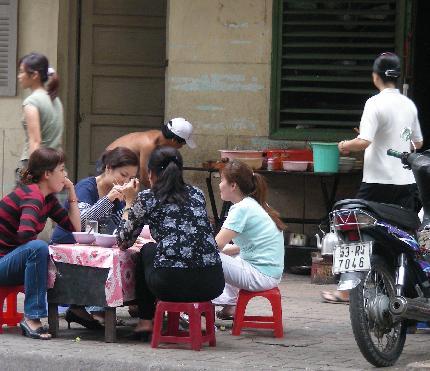 路上で食事