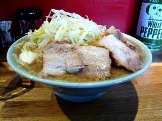 髭(チャーシュー麺)
