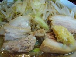 ラーメン髭(チャーシュー麺アップ)