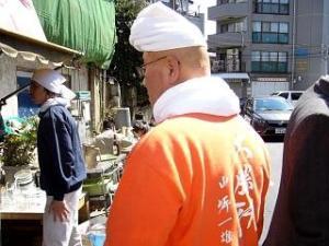 大勝軒(開店前の店頭3)
