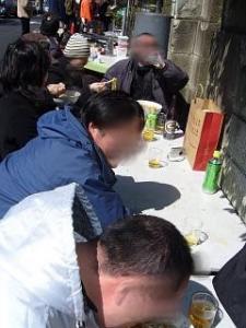 大勝軒(外のテーブルで食う!)