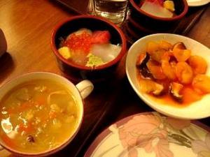 バイキング(汁物、海鮮丼)