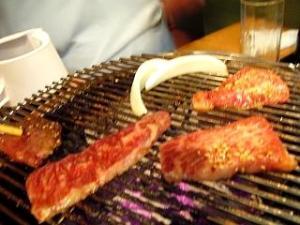 焼肉舜(四皿目赤肉焼きの図その2)