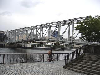 天王洲(鉄橋 真横)