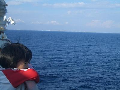 太平洋です。向こうに見えるのが苫小牧